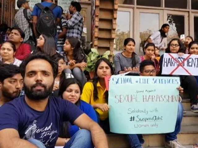 Videos : JNU में छेड़खानी के विरोध में छात्राओं ने किया जमकर प्रदर्शन