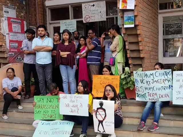 Video : JNU Students On March Demanding Arrest Of Professor Accused Of Harassment