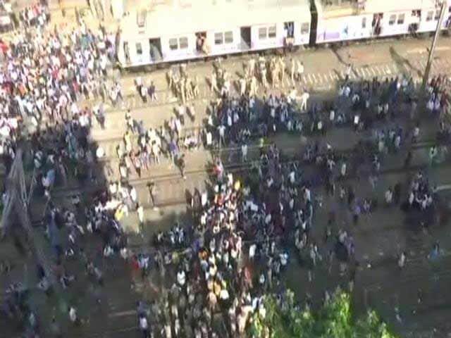 Videos : सिटी सेन्टर : दिल्ली में मंत्री को छूट क्यों? छात्रों का रेल रोको आंदोलन