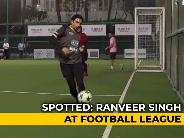 Celeb Spotting: Ranveer Singh, Urvashi Rautela, Yami Gautam & Others