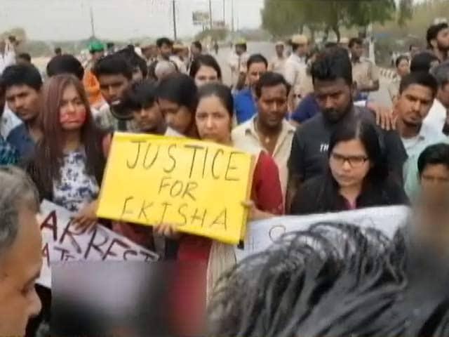 Videos : सिटी सेंटर : दिल्ली में आत्महत्या के मामले ने पकडा तूल,भारत में आतंक का नया खतरा?
