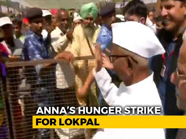 Video : Anna Hazare Begins Hunger Strike At Delhi's Ramlila Maidan Over Lokpal