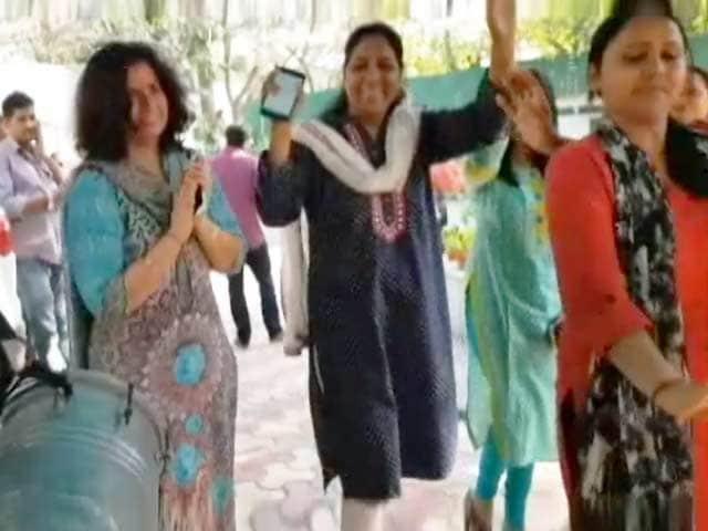 Videos : AAP के 20 विधायकों की सदस्यता बहाल