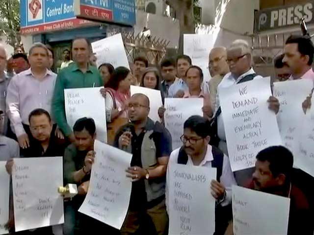 Video : बदसलूकी के विरोध में दिल्ली में पत्रकारों का मार्च