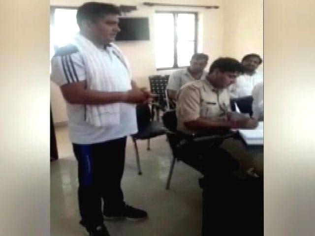 Video : यूपी में एनकाउंटर का खौफ : कुख्यात शेरू भाटी बोला- साहब! मैं सरेंडर कर रहा हूं, मुझे गोली नहीं खानी