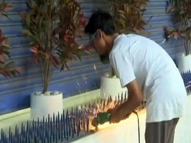 Videos : सिटी सेंटर : गुड़गांव में शिलान्यास की हड़बड़ी, घरों पर हथौड़े, मुंबई में HDFC ने लोहे की कीलें हटवाईं