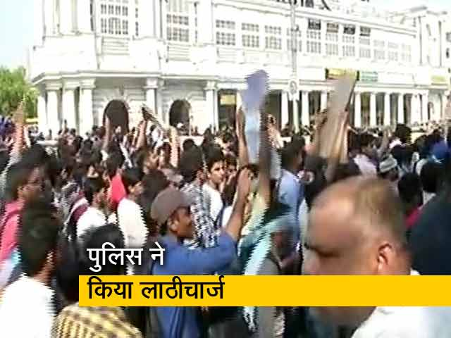 Videos : SSC परीक्षा देने वालों का प्रदर्शन, पुलिस से भी भिड़े