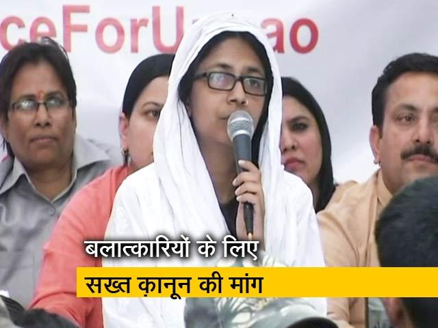 Videos : अनशन पर दिल्ली महिला आयोग की अध्यक्ष स्वाति मालीवाल