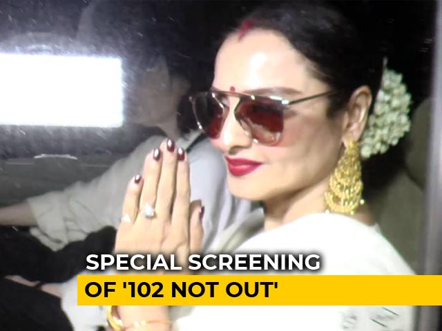 Video : Spotted: Rekha At The Screening Of Amitabh Bachchan & Rishi Kapoor's <i>102 Not Out</i>