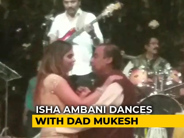 Video : Watch: Isha Ambani Dances With Dad Mukesh At Star-Studded Engagement Party