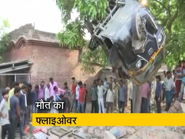 Videos : वाराणसी : फ्लाइओवर हादसे में मरने वालों की संख्या 15 तक पहुंची