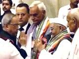 Videos : भारत छोड़ो आंदोलन : प्रणब मुखर्जी ने स्वतंत्रता सेनानियों को तोहफे में मोबाइल फोन दिया