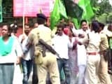 Video : Booing Controversy: JMM Retaliates, Shows Black Flags to Union Minister in Ranchi