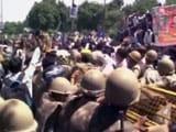 Video : यूपी में बिजली कटौती से परेशान लोगों ने किया विरोध प्रदर्शन