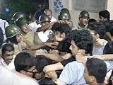 Video : जादवपुर यूनिवर्सिटी में देर रात पुलिस और छात्रों में झड़प