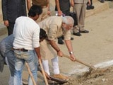 Video : PM Modi With Spade Cleans Assi Ghat in Varanasi