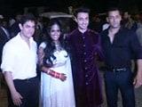 Video : Salman Khan Addresses the Media After Sister Arpita's Wedding