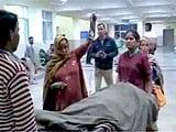 Video : ड्यूटी पर नहीं थी डॉक्टर, पांच बच्चों की मौत
