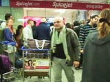Video : SpiceJet Cancellations Trigger Chaos at Airports