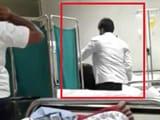 Video : लखनऊ : डॉक्टर ने की मरीज की पिटाई, वीडियो इंटरनेट पर वायरल