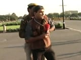 Video : जब पुलिस ने की एनडीटीवी पत्रकार को रोकने की कोशिश