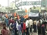 Video : BJP's Protesting Student Activists Stop Trains, Block Highways in Bihar