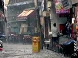 Videos : मथुरा में गिरे 100-100 ग्राम के ओले