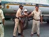 Video : इंदौर में पुलिस निकाल रही है गुंडों की परेड!