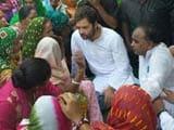 Video : Rahul Gandhi Meets Striking Sanitation Workers in Delhi as Garbage Crisis Mounts