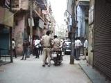 Video : दिल्ली : मोबाइल शोरूम में सेल्सगर्ल से बदसलूकी, विरोध करने पर किया तोड़फोड़
