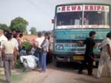 Video : धौलपुर में स्कूल बस पर बिजली का तार गिरा, 15 बच्चे झुलसे