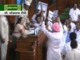 Video : संसद में कई हदें पार, डिप्टी स्पीकर पर उछाले गए कागज़