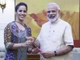Video : पीएम मोदी को साइना ने रैकेट देकर कहा, 'आप इसी से बैडमिंटन खेलें