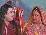 Video: खबरों की खबर : दिल्ली की लव-कुश रामलीला में आई फिल्मी सितारों की बारात