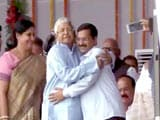 Video : At Bihar Swearing-in, Lalu-Kejriwal Hug Gets All the Tweets