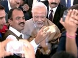 Video : At PM Modi's Lunch for Media, Journalists Jostle for Selfies