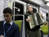 Video : संगीत के सहारे ज़िंदगी गुजारते पेरिस के ये कलाकार