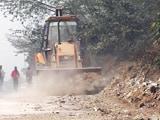 Video : पीएम मोदी के दौरे के लिए गुड़गांव में सड़क का मलबा अरावली जंगल में फेंका