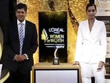 Video : Sonam Kapoor Unveils the Woman of Worth Awards Trophy
