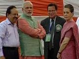 Videos : राजनीतिक पार्टियों के लिए विदेशी चंदा, कांग्रेस-बीजेपी को बचाने की कोशिश