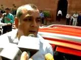 Video : ऑड-ईवन रूल : बीजेपी सांसद परेश रावल ने तोड़ा नियम