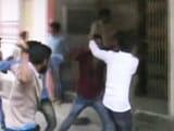 Videos : पटना में छात्रों के गुट भिड़े, पुलिस का लाठीचार्ज