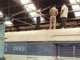 Video : चेन्नई : ट्रेन की छत में छेद कर पांच करोड़ रुपये ले उड़े चोर