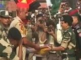 Video : पाकिस्तान के स्वतंंत्रता दिवस पर वाघा बॉर्डर पर बंटी मिठाई