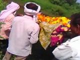 Video : मध्य प्रदेश के खंडवा में दबंगों ने दलित महिला की शवयात्रा रोकी