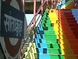 Videos : मुंबई में स्टेशनों की साफ सफाई का काम