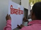 Videos : शिवपाल यादव के आधिकारिक आवास से मंत्री के रूप में नाम नेमप्लेट