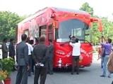 Video : यूपी का महाभारत : अखिलेश के 'समाजवादी विकास रथ' में ऑफिस से लेकर बेडरूम तक मौजूद