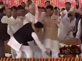 Video : At Samajwadi Party's Mega Event, Akhilesh Touches Uncle Shivpal's Feet