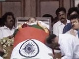 Video : Next To Jayalalithaa Aide Sasikala Natarajan, Rajinikanth, Head Bowed
